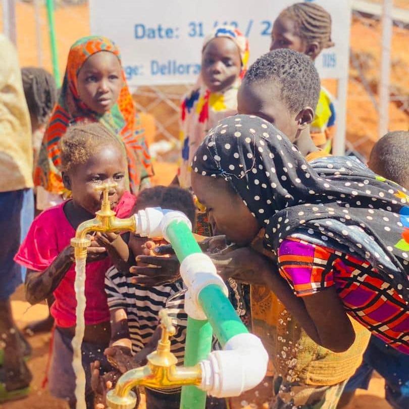 enfant eau babarent humanitaire